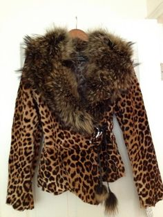 Items similar to LEOPARD PRINTED JACKET on Etsy Motif Leopard, Leopard Print Jacket, Cheetah Print, Leopard Prints, Leopard Fashion, Animal Print Fashion, Fashion Prints, Animal Prints, Mode Boho
