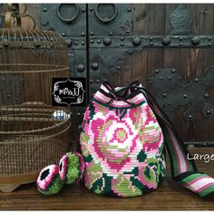 Tapestry Bag, Tapestry Crochet, Mochila Crochet, Crochet Home, Knitting Projects, Drawstring Backpack, Purses And Bags, Needlework, Textiles