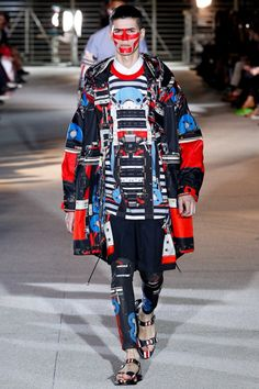 Riccardo Tisci has become one of fashion's masters of prints and controversial motifs, and his latest show for Givenchy's Spring 2014 Menswear collection is laden with both Fashion Art, High Fashion, Fashion Show, Fashion Outfits, Fashion Styles, Paris Fashion, Streetwear, Smart Casual, Bohemian Style Men