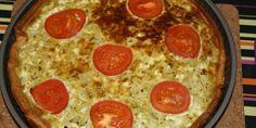 Tærte med pesto, løg og tomat