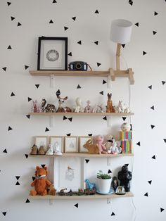 Not sure whether to file this under great wallpaper or great storage? Either way it's a super cute and functional look for a gender neutral nursery