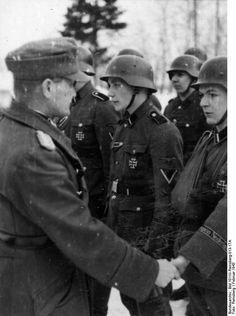 Remise de décorations à la légion SS Nederland. Février 43