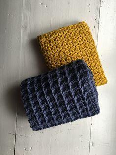 Grydelapper i vaffelmønster gratis opskrift, samt step by step billede guide i hækle mønstre Washing Clothes, Knit Crochet, Diy And Crafts, Crafty, Rugs, Knitting, Creative, Inspiration, Crochet Ideas