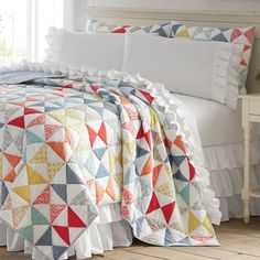 Hourglass Quilt -- a heritage pattern refreshed in contemporary colors, just right for warmer weather!