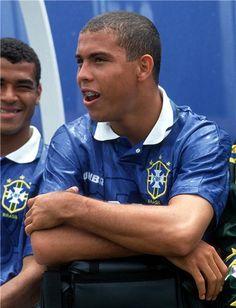 Cafu e Ronaldo no banco de reservas da Seleção Brasileira na Copa do Mundo dos EUA em 1994.