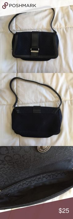 Mini Guess hand/shoulder bag Great condition black mini guess hand/shoulder bag. Can fit all your essential items. Wear this bag with your favorite night time outfit or casual day time outfit. Guess Bags Mini Bags