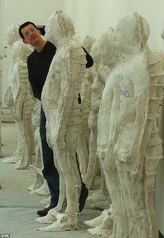 Antony Mark David Gormley (Hampstead, 30 augustus is een Engelse beeldhouwer. Human Sculpture, Lion Sculpture, Metal Sculptures, Bronze Sculpture, Sculpture Rodin, Antony Gormley, Contemporary Sculpture, Contemporary Art, Collage Kunst