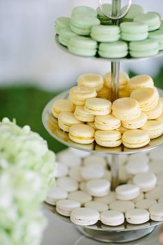 Adorable yellow, white, and green French macarons #wedding #weddingdessert #desserttable #diywedding #macarons