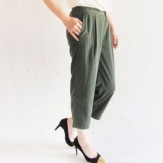 NWT! J. Crew Drapey Trouser Pants 🔸Host Pick! 4/14🔸NWT! Drapey trouser pants from J.Crew. Fits a true size 2, perfect for Spring! J. Crew Pants Trousers