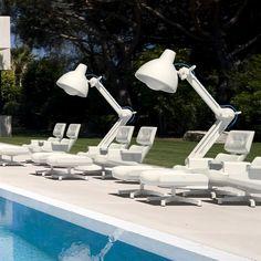 Het design van de 1956 Loungeset is herkenbaar. Geïnspireerd door het grootste designicoon uit de jaren 50. Een hommage aan de Charles en Ray Eames stoel! De Mal 1956 is een droomfauteuil voor een uniek interieur en zeer geschikt voor buitengebruik.