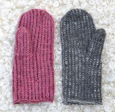Den 27/2 i år skrev vi om ett par vitröda vantar. När vi var i Växjö på Vävmässa för några veckor sedan, bland de mönster som fick störst intresse var just denna vante. Förutom vantarna Virkad… Ann Louise, Textiles, Knitted Animals, Fingerless Mittens, Knitting For Kids, Mitten Gloves, Rose Buds, Handicraft, Knitting Patterns