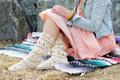 This lacy cotton crochet boots pattern for adults will complete your boho-inspired outfits all spring and summer long! Crochet them with flip flop soles! Crochet Boots Pattern, Crochet Slipper Boots, Crochet Dog Sweater, Crochet Slippers, Crochet Patterns, Fabric Flip Flops, Crochet Flip Flops, Cotton Crochet, Diy Crochet