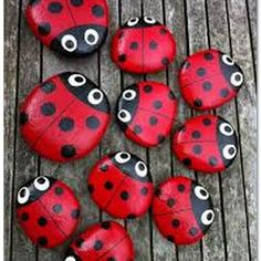 Ladybird pebbles - cute idea to place a couple on the soil inside a flower pot! Ladybird pebbles - cute idea to place a couple on the soil inside a flower pot! Stone Crafts, Rock Crafts, Diy And Crafts, Arts And Crafts, Crafts With Rocks, Homemade Crafts, Creative Crafts, Pebble Painting, Pebble Art