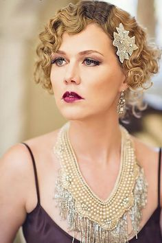 What about timeless wedding hairstyles? Have a peek of vintage wedding hairstyles from Gatsby-inspired looks to Old Hollywood glamour. Gatsby Girl, Gatsby Style, Flapper Style, 1920s Glamour, Vintage Glamour, Hollywood Glamour, Flapper Hair, 1920s Hair, Flapper Makeup