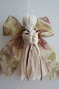The Free Money-Saving Tips Ezine: Homemade Christmas Ornaments: Crochet Thread and Ribbon