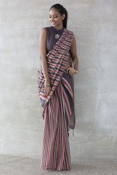 Saree Tales from Sri Lanka – Fashionmarket. Simple Sarees, Trendy Sarees, Stylish Sarees, Cotton Saree Designs, Saree Blouse Designs, Blouse Patterns, Designer Sarees Collection, Saree Collection, Indian Attire