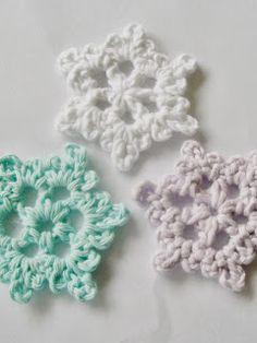 Flower Girl Cottage: Easy Crochet Snowflake Pattern @Sara Eriksson Bretz - here's a cute one for you!