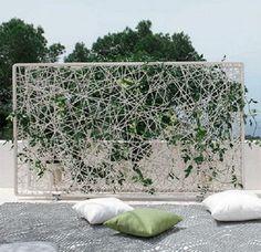 nice take on the vertical garden trend: dedon paravan Wicker Furniture, Garden Furniture, Outdoor Furniture, Outdoor Decor, Green Facade, Green Rooms, Green Walls, Blooming Plants, Vertical Gardens