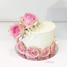 Light rose, buttercreamroses, kreemiruusut, vaaleanpunainen Www.cakeaus.com Light Rose, Birthday Cake, Cakes, Deco, Desserts, Food, Tailgate Desserts, Deserts, Cake Makers