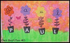 Fleurs de lettres Pour travailler la correspondance lettres capitales et lettres cursives avec mes moyens, ils ont réalisé un  jardin lfeuri avec des pots et des fleurs.   Tous les pots étaient mélangés sur une table, chaque enfant a dû retrouver ceux contenant les lettres de son prénom. Puis je leur ai distribué une barquette avec les fleurs.