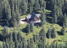 Spectacular Log Home Retreat - creekside in. Vacation Rentals, Log Homes, Ideal Home, Cabin, Explore, House Styles, Home Decor, Timber Homes, Ideal House