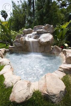 26 Impressive and Breathtaking Outdoor Jacuzzis