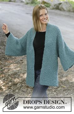 Emerald Isle / DROPS - Knitted jacket in DROPS Eskimo. The piece is worked in garter stitch with shawl collar, split in sides and kimono sleeves. Sizes S - XXXL. Easy Sweater Knitting Patterns, Beginner Knitting Patterns, Free Knitting, Free Crochet, Crochet Patterns, Knit Wrap Pattern, Cardigan Pattern, Free Pattern, Gilet Kimono