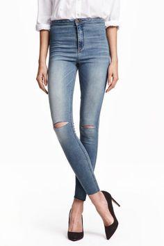 Jean Skinny High Ankle Ripped: Jean de longueur cheville en denim extensible lavé avec détails fortement usés. Modèle avec jambes très fines et taille haute.