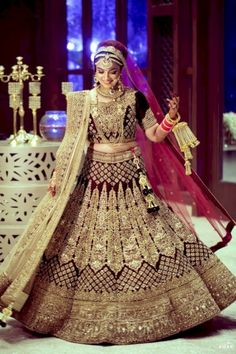 Latest Indian Wedding Dress New Latest Indian Bridal Dresses Designs Trends 2019 Collection Indian Bridal Outfits, Indian Bridal Lehenga, Indian Bridal Fashion, Indian Bridal Wear, Indian Dresses, Bridal Dresses, Bride Indian, Bridal Mehndi, Pakistani Bridal