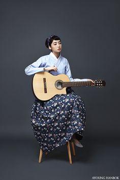 Audrey Hepburn, enjoying the guitar, AYOUNGHANBOK, Korean costume, 아영한복, 생활한복