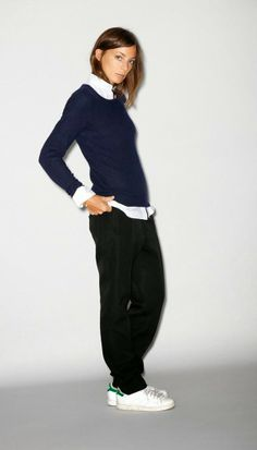 White shirt & navy crew neck, loose black trousers & white trainers <3
