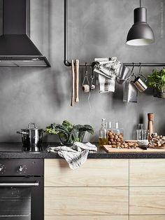 ASKERSUND ladefront | Deze pin repinnen wij om jullie te inspireren. IKEArepint IKEA IKEAnederland IKEA keuken METOD inspiratie wooninspiratie interieur wooninterieur koken eten diner veelzijdig houtlook