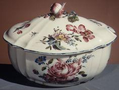 Sugar bowl with cover, ca. Metropolitan Museum of Art. Vintage China, Art Techniques, Drinking Tea, Things To Buy, Ceramics, Sugar Bowls, Cover, Metropolitan Museum, York