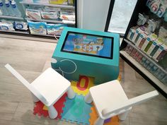 Table Kid's turquoise à la Pharmacie Malouine Table Tactile, Android, Convenience Store, Turquoise, Mansions, Kids, Pharmacy, Convinience Store, Young Children