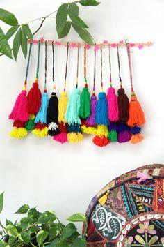 Put a pom pom on it camel swag pom pom, tassel, decoration, bohemian gyps. Tassel Purse, Diy Tassel, Tassel Jewelry, Tassel Keychain, Hippie Jewelry, Clay Jewelry, Pom Pom Crafts, Bohemian Decor, Bohemian Gypsy