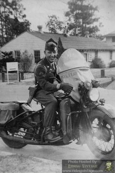 Riding Vintage article on the US Military Police astride their Harley-Davidson Motorcycles. Retro Motorcycle, Motorcycle Clubs, Motorcycle Posters, Harley Bikes, Harley Davidson Bikes, Sidecar, Bike Rally, Military Police, Military Uniforms