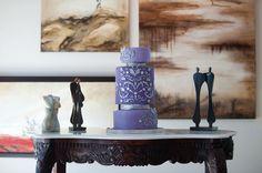 ► Pastel de boda en color púrpura. #pasteles #bodas #purpura