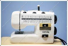 Maquina de coser hecha de porexpan, goma eva y pintada a mano.  Todas mis muñecas están registradas y está prohibida su copia.  www.xeitosas.com