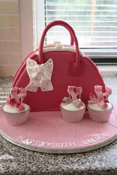 Handbag cake & cupcakes with shoes Gorgeous Cakes, Pretty Cakes, Amazing Cakes, Unique Cakes, Creative Cakes, Fondant Cakes, Cupcake Cakes, Fondant Bow, Fondant Tutorial