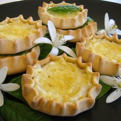 How about a yummy trip to Crete? Here is the recipe for the best sweet cheese pies! Sweet Buns, Sweet Pie, Sweet Tarts, Greek Recipes, Desert Recipes, Greek Sweets, Cheese Pies, Small Cake, Sugar And Spice