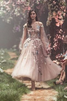 "Paolo Sebastian Spring 2018 Couture Collection — ""Once Upon A Dream"" Sweeping ball gowns fit for princesses. Ethereal silhouettes hand-embroided with woodland scenes. Pretty dresses that will get you bursting into song. Paolo Sebastian Wedding Dress, Evening Dresses, Prom Dresses, Reign Dresses, Short Dresses, Flower Dresses, Dress Prom, Dance Dresses, Disney Wedding Dresses"