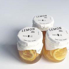 Simple and clean packaging for lemons Food Packaging Design, Beauty Packaging, Packaging Design Inspiration, Brand Packaging, Branding Design, Label Design, Package Design, Ideias Diy, Web Design