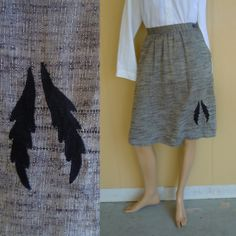 gray / grey skirt with leaf or feather applique . vintage 70s . xs . www.nesteggvintage.etsy.com
