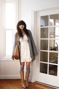 like tall socks and stockings under big boots with girly dresses, skirts and shorts. A bit short for me, but I like the style! Look Boho, Look Chic, Over Boots, Looks Street Style, Ao Dai, Look At You, Mode Inspiration, Look Fashion, Fashion Photo