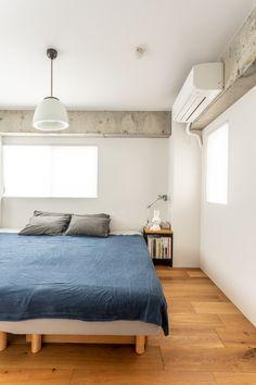 隣接するWICとのせめぎあいがあったものの、結果、寝室はコンパクトに。寝るだけなので少しの広さでも十分に感じるそうです。#M様邸板橋本町 #寝室 #ベッドルーム #フローリング #躯体現し #コンクリート #EcoDeco #エコデコ #インテリア #リノベーション #renovation #東京 #福岡 #福岡リノベーション #福岡設計事務所 Interior Design, House Styles, Furnitures, Home Decor, Nest Design, Decoration Home, Home Interior Design, Room Decor, Interior Designing