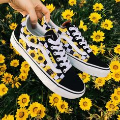 Shoes Aesthetic shoes Vans sneakers Vans shoes Outfit shoes Best baby shoes Would you wear this amazing snkrs vans Sneakers Vans, Moda Sneakers, Sneakers Mode, Cute Sneakers, Sneakers Workout, Converse Shoes, Cute Vans, Cute Nike Shoes, Cute Nikes