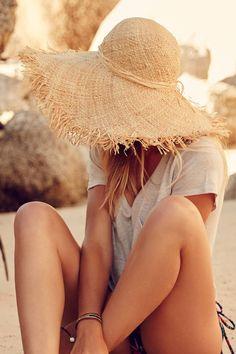 Chapéu de palha é um aliado para proteger do sol e manter um estilo super cool!