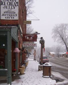 Nashville, Indiana, Some of the shops close after Christmas to rest till spring, but not all, that is when the locals go to the coffee shop and sit by the fireplace with the brass sun on it and warm their toes and drink hot cider or a Viking drink called Hom