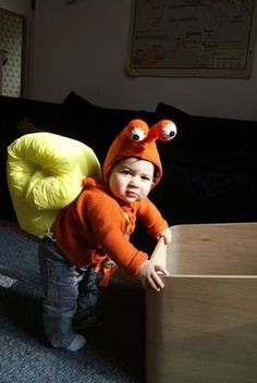Snail costume - perhaps the cutest little Halloween costume ever! Costume Halloween, Snail Costume, Homemade Halloween Costumes, Animal Costumes, Baby Costumes, Crab Costume, Holidays Halloween, Halloween Kids, Children Costumes