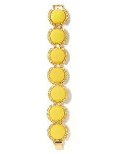 Daisy button bracelet - could be a cute bridesmaid gift if we were to wear yellow shoes....